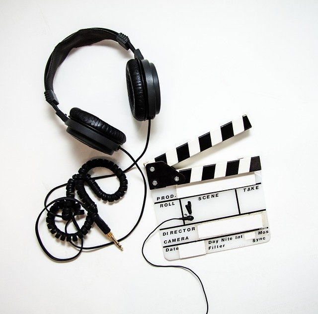 casque audio et clap cinéma